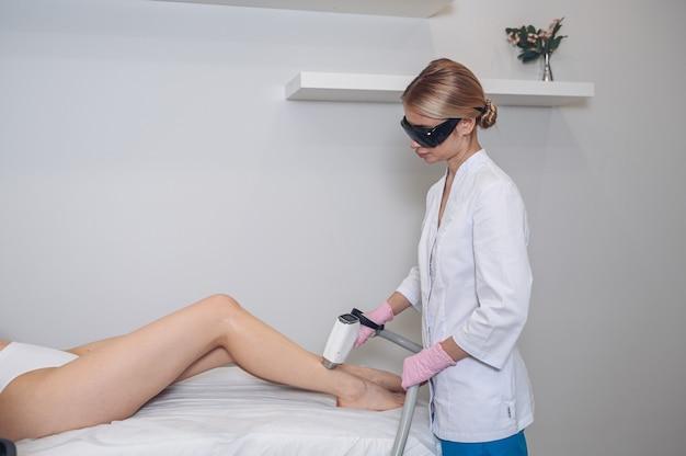 Laserepilation und kosmetik im schönheitssalon haarentfernungsverfahren laserepilation kosmetik