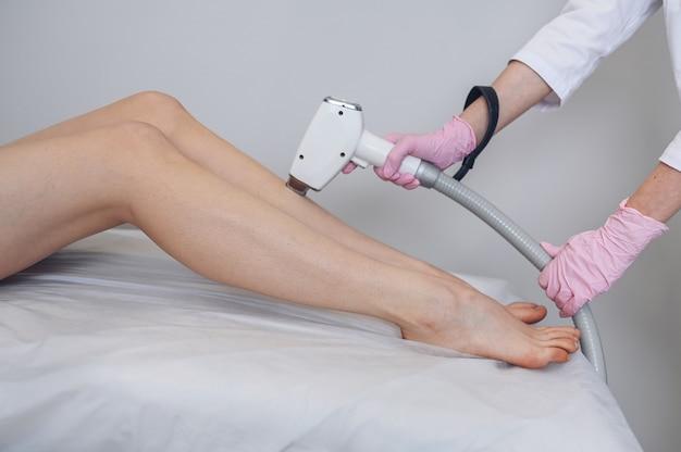 Laserepilation und kosmetologie im schönheitssalon
