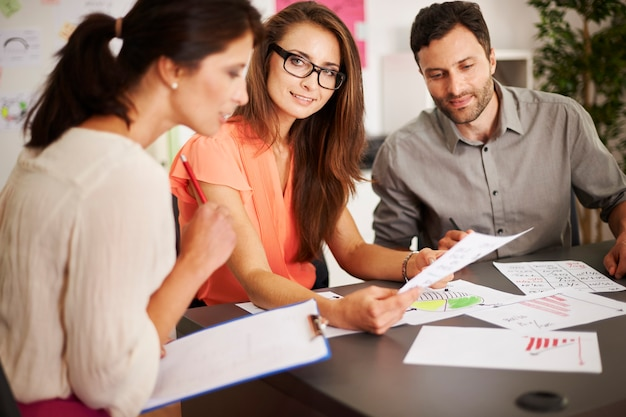 Lassen sie uns über neue wege nachdenken, um neue kunden zu gewinnen