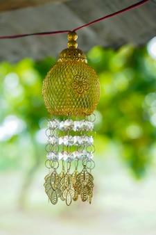 Laterne, die draußen für diwali festival hängt