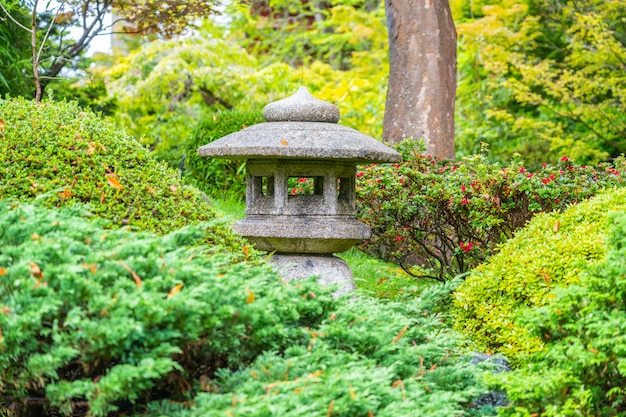 Laterne im japanischen teegarten im golden gate park, san francisco, kalifornien.