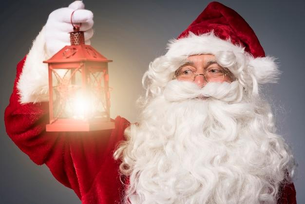 Laterne zeigt das symbol der weihnachten