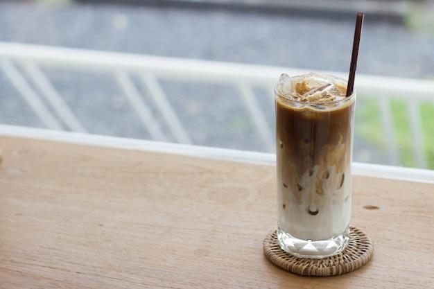 Latte-kaffee im café
