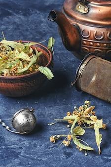 Laubgetrockneter linden tee