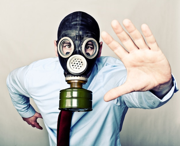 Laufender mann mit maske
