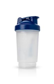 Laufender wasserflaschensport oder plastikschüttler auf lokalisiertem weißem hintergrund