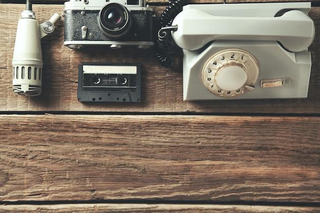Lautsprecher mit kamera und kassette mit telefon