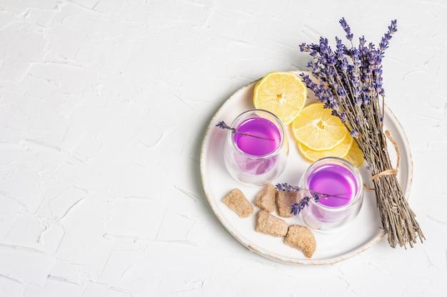 Lavendel blumengetränk alkoholfreie sommer tonic limonade