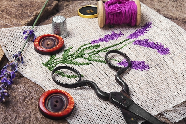 Lavendel bouquet stickerei