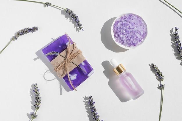 Lavendel salz und öl spa behandlung arrangement kosmetik