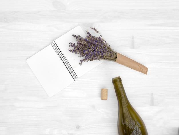 Lavendel und flasche