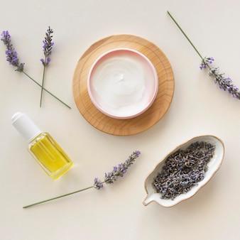 Lavendelcreme draufsicht spa-behandlungskonzept