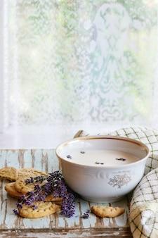 Lavendelplätzchen mit milch