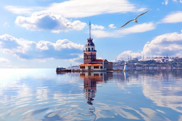 Leanders turm im marmarameer, dem bosporus. istanbul.