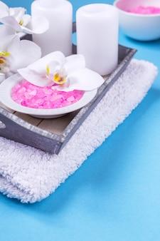 Leben der badekurorteinstellung noch mit orchideenblume