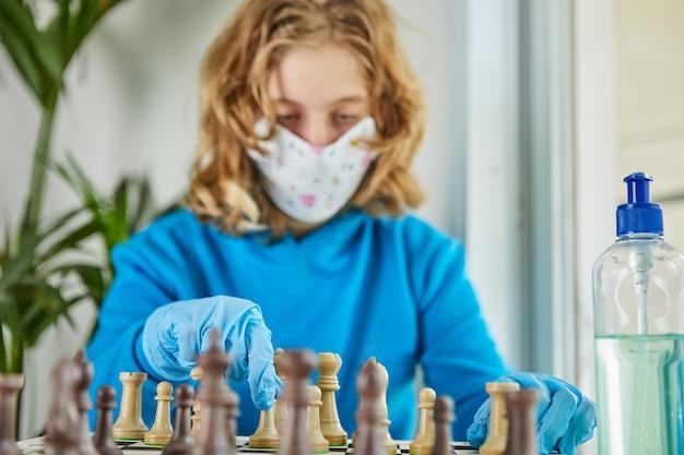 Leben im quarantäne-coronavirus: spiele und aktivitäten für die kinder zu hause während der quarantäne-covid-19