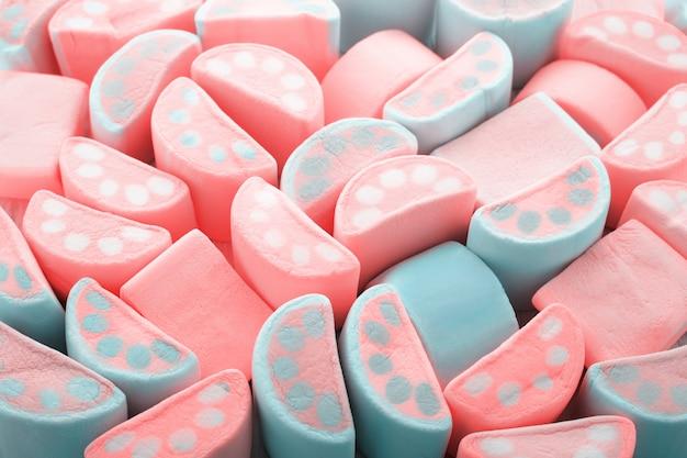 Lebende korallenfarbe pastell abstrakter hintergrund von marshmallows süßigkeiten