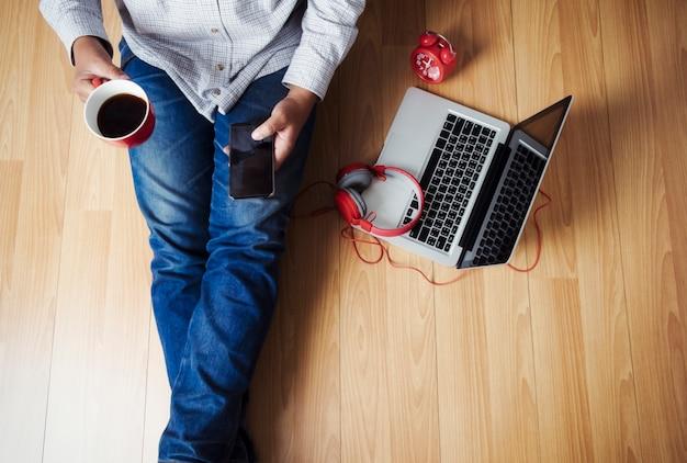 Lebende rollende web drinnen technologie musik