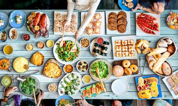 Lebensmittel-catering-küche-kulinarisches feinschmeckerisches buffet-party-konzept