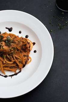 Lebensmittel, das spaghettiplattennahaufnahme anredet