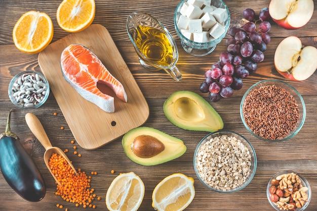 Lebensmittel, die eine cholesterinarme diät anbieten Premium Fotos