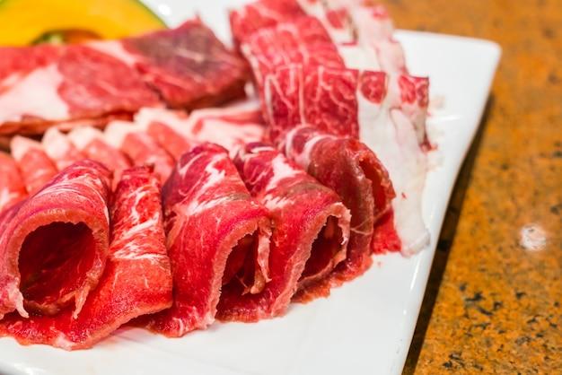 Lebensmittel in scheiben schneiden beefsteak grill bbq