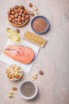 Lebensmittel mit hohem fettsäuregehalt, einschließlich gemüse, meeresfrüchten, nüssen und samen