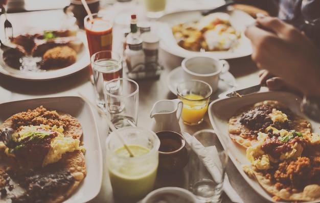 Lebensmittel-mittagessen-mahlzeit-feier-restaurant-konzept