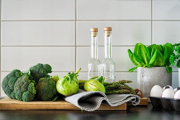 Lebensmittel und flaschen