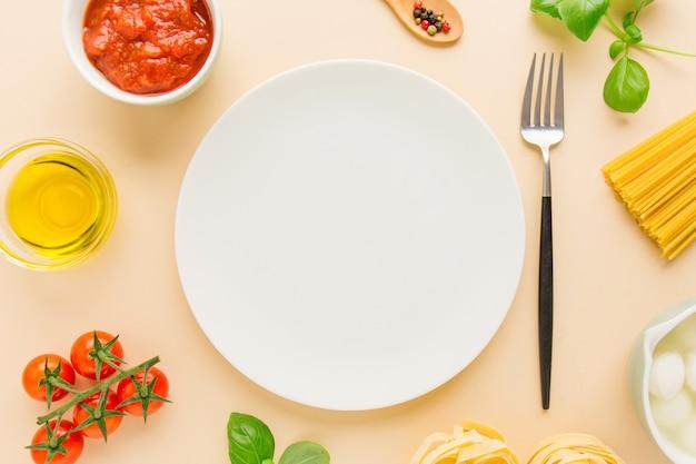Lebensmittelhintergrund mit bestandteilen für teigwaren