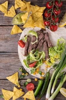 Lebensmittelhintergrund mit tortillabestandteilen