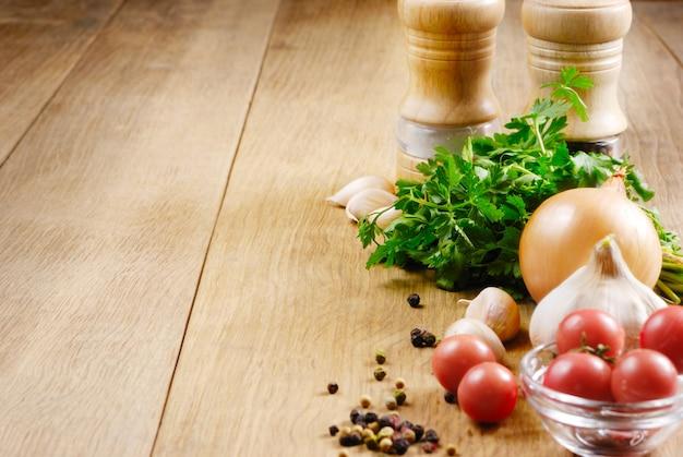 Lebensmittelinhaltsstoffe auf dem eichentabellennahaufnahmeschuß