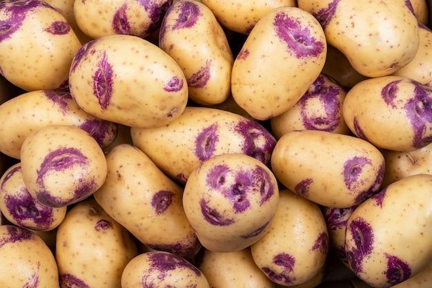 Lebensmittelmarkt, hintergrund der kartoffeln benanntes schönes blau