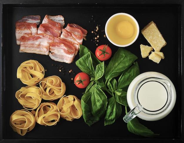 Lebensmittelpaket zum kochen der nudelnester