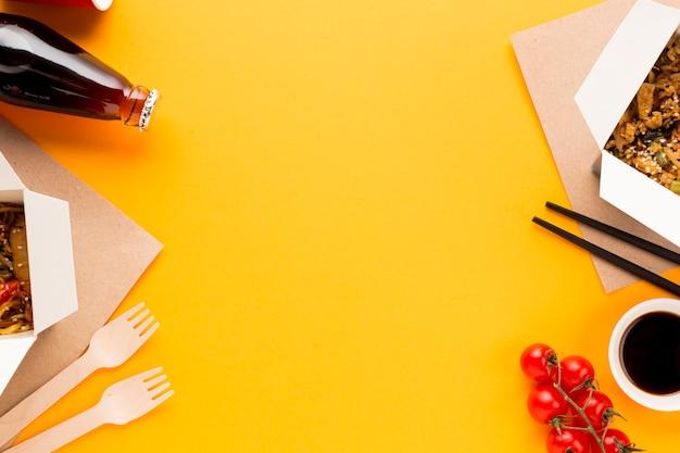 Lebensmittelrahmen mit asiatischem teller