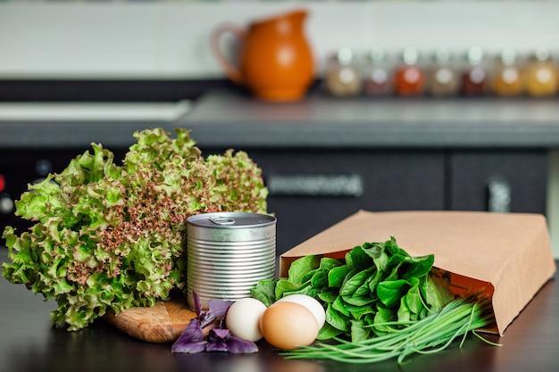 Lebensmittelvorräte in der küche