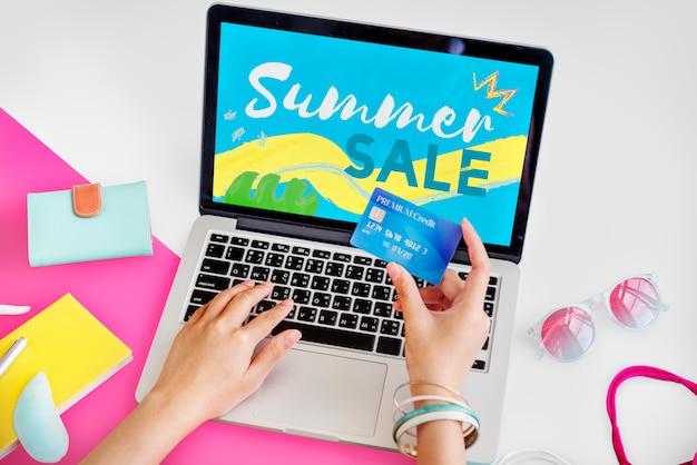 Lebensstil-minimalistisches weiblichkeit e-einkaufen konzept