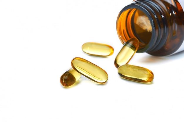 Lebertran omega 3 kapseln isoliert