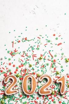 Lebkuchen neujahrskekse in form von zahlen 2021