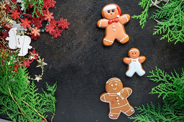 Lebkuchen-weihnachtskekse-kekse-neujahrskarte hausgemachter süßer nachtischlebensmittelhintergrund