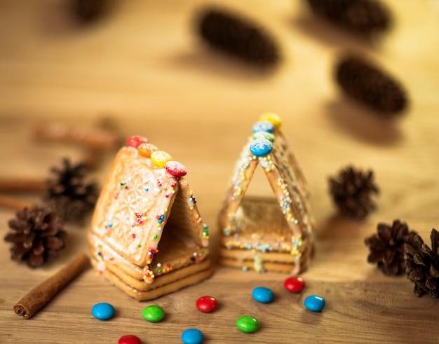 Lebkuchenmann, kekse, sternanis, zimt und kochbuch
