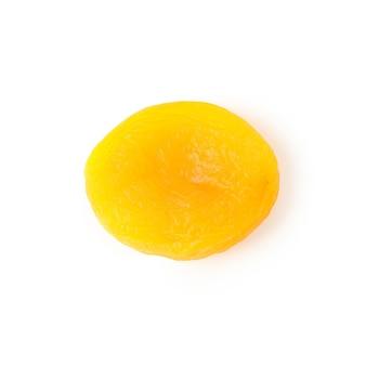 Lecker getrocknete aprikose isoliert auf weiß