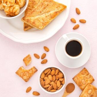 Leckere bio-kekse mit kaffee