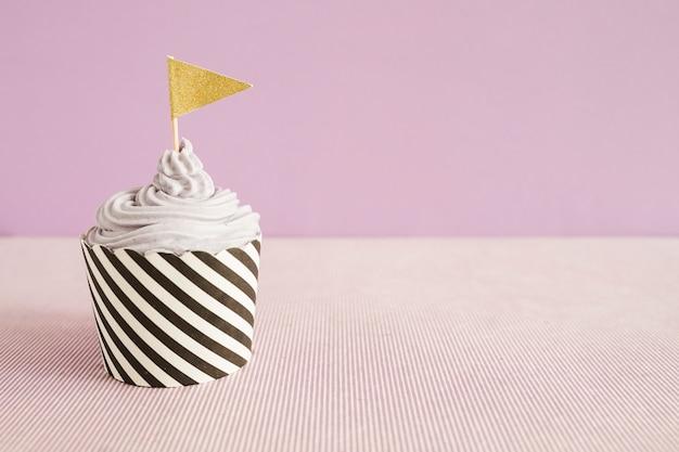 Leckere cupcake mit flagge