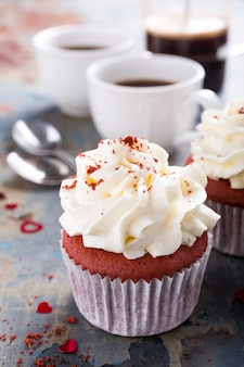 Leckere cupcakes aus rotem samt
