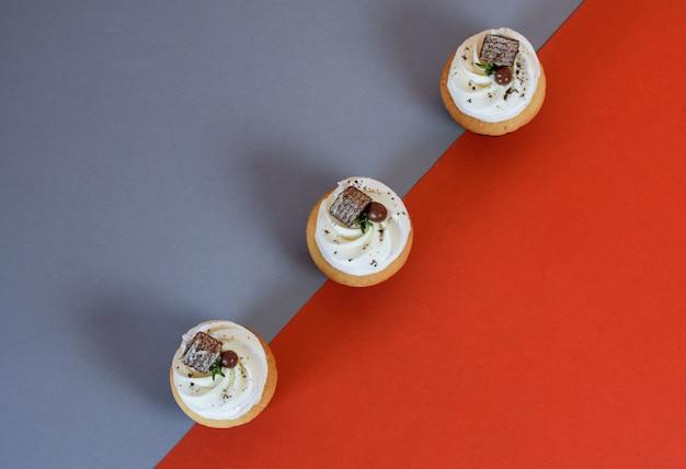Leckere cupcakes mit sahne