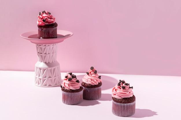 Leckere cupcakes mit schokoladenstückchen