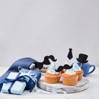 Leckere cupcakes zum vatertag und geschenke