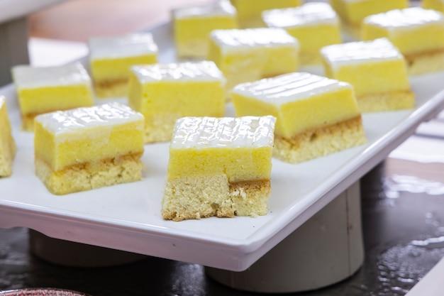 Leckere desserts am hotelbuffet