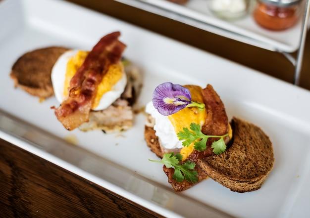 Leckere eier benedict zum frühstück